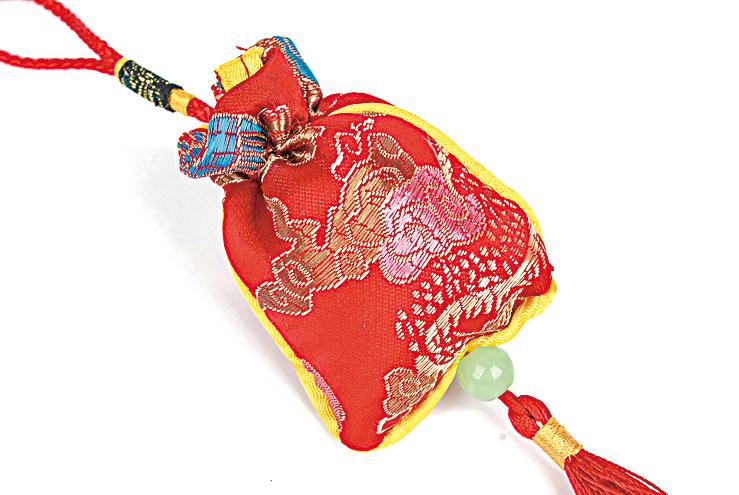 佩戴香囊也是中國古人在五月初五必須要做的一件事。