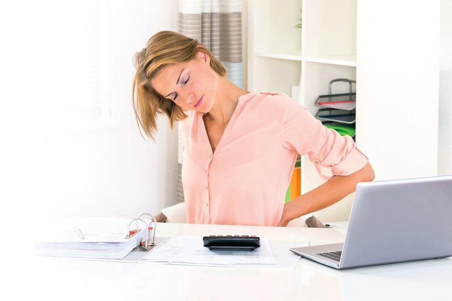 坐比站腰椎壓力大1.5倍!  6個伸展操除久坐危害