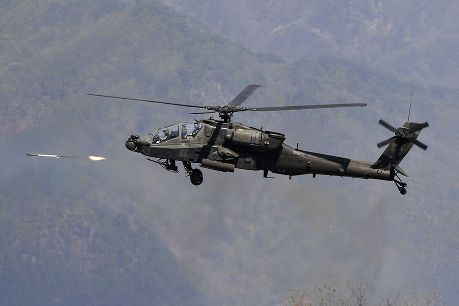圖為美國先進的阿帕奇武裝直昇機。(JUNG YEON-JE/AFP/Getty Images)
