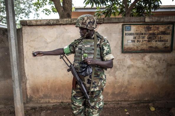 在中非共和國,1美元就可以買到中國製造的手榴彈隨處可見。(AFP/Getty Images)