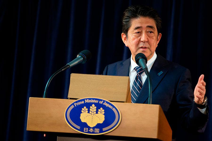 日本首相安倍晉三周六(6月16日)接受電視採訪時說,特朗普和金正恩之間的峰會為朝鮮半島的無核化奠定基礎。日本將承擔無核化開銷,但不會直接給北韓。圖為安倍近期在G7峰會上發表演說。(GEOFF ROBINS/AFP/Getty Images)