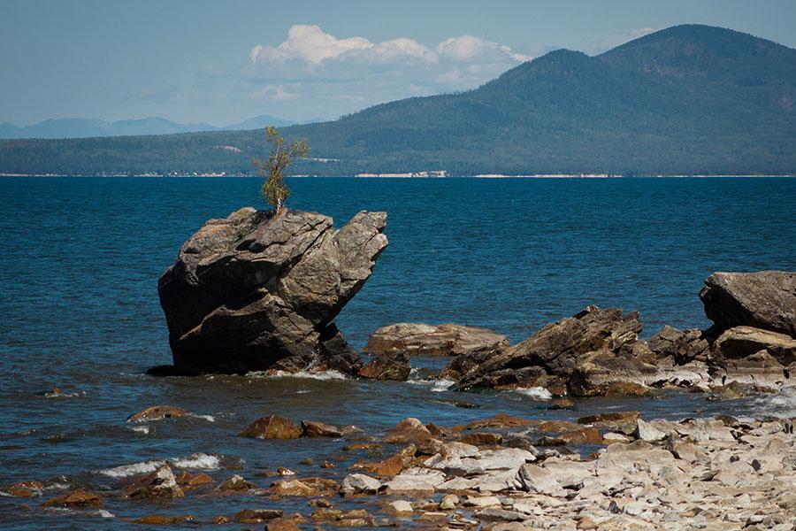 中國人近年來不斷收購俄羅斯貝加爾湖畔土地及房產。(維基百科)