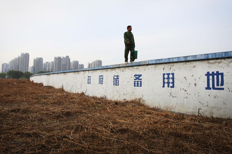 中國地價暴漲背後:供地減半開發商瘋狂拿地