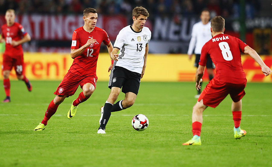蜂湧俄羅斯觀世界盃 中國球迷追捧德國隊