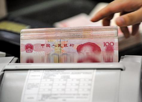 傳人行早於1月4日,已經放棄以市場價為基礎的中間價定價機制,中間價重新返回政府的嚴控。 (AFP)