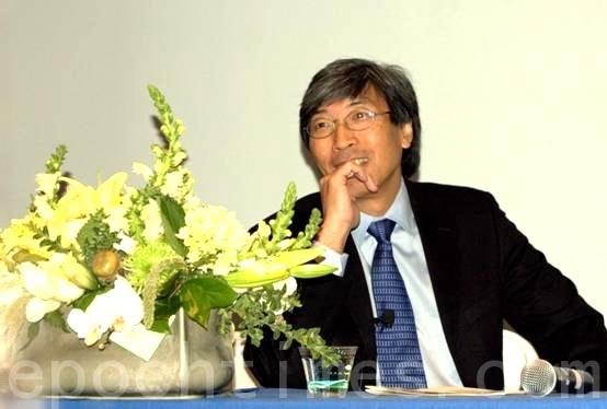 住在洛杉磯的美國華裔首富黃馨祥(Patrick Soon-Shiong)日前以5億美元收購了《洛杉磯時報》和《聖地亞哥聯合論壇報》。圖為2010年黃馨祥應聖地亞哥中華科工會之邀在臺美生物工程交流討論會上演講。(楊婕/大紀元)