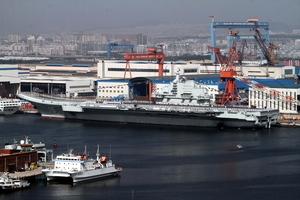 軍工大老虎被查之際 中共兩艘航母入廠整修