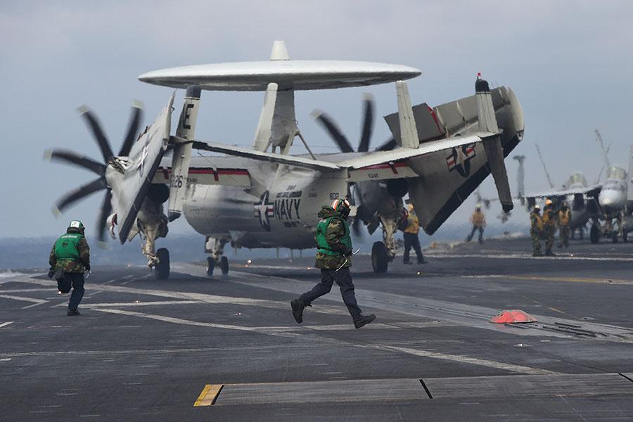 美國和南韓預計本周將宣佈停止大規模的軍事演習,美國總統特朗普17日發推文說,這是他的要求,如果美朝談判失敗,將立即啟動軍演。(JUNG YEON-JE/AFP/Getty Images)