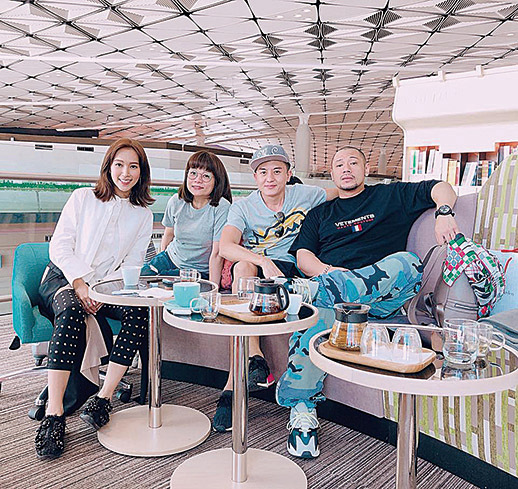 (左至右)傅嘉莉、阮小儀、衞志豪與金剛一起去日本拍攝新一輯《街坊廚神》。(阮小儀facebook)