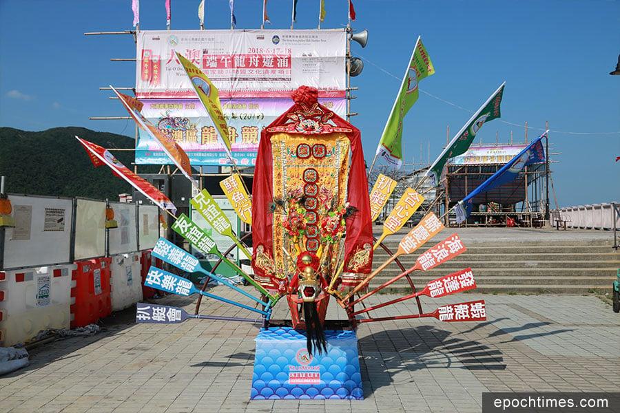 龍躉是各行會在端午期間的活動場所,以及龍舟的停泊處。(陳仲明/大紀元)
