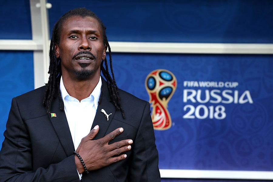 塞內加爾主教練西塞成為全場最有亮點的表情包,不僅頭型帥,造型帥,表情還特別萌。(Catherine Ivill/Getty Images)