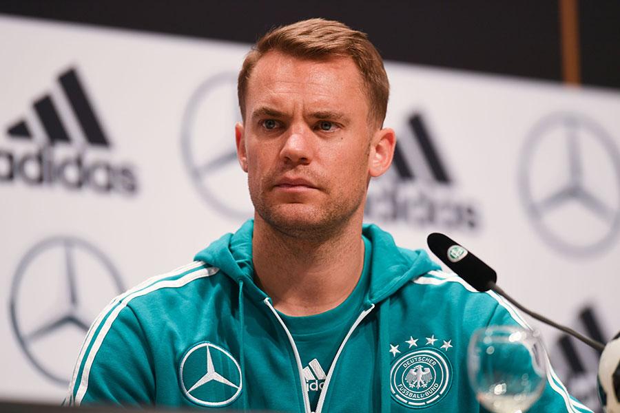 6月19日,德國足球隊隊長文奴爾紐亞在記者招待會上。(PATRIK STOLLARZ/AFP/Getty Images)