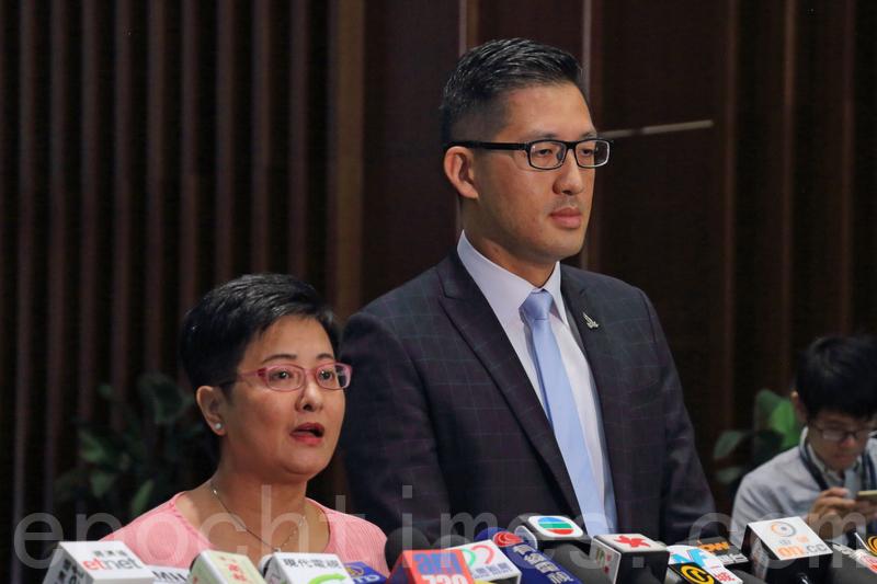 民主黨立法會議員黃碧雲、林卓廷要求委員會就沙中綫一連串工程事故召開會議。(蔡雯文/大紀元)