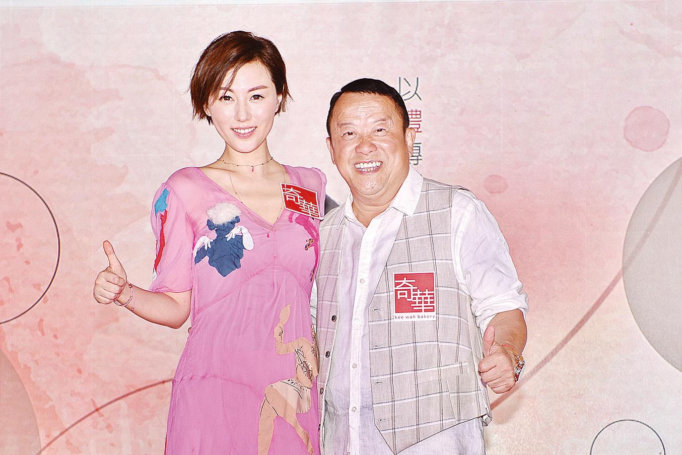 曾志偉(右)和劉心悠(左)20日出席品牌代言活動,分別為不同系列宣傳。(宋碧龍/大紀元)
