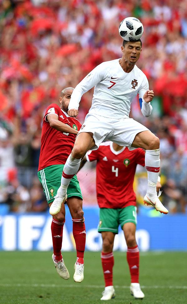 葡萄牙依靠角球機會,隊長C朗拿度門前頂頭鎚破門,幫助葡萄牙先拔頭籌。(Stu Forster/Getty Images)