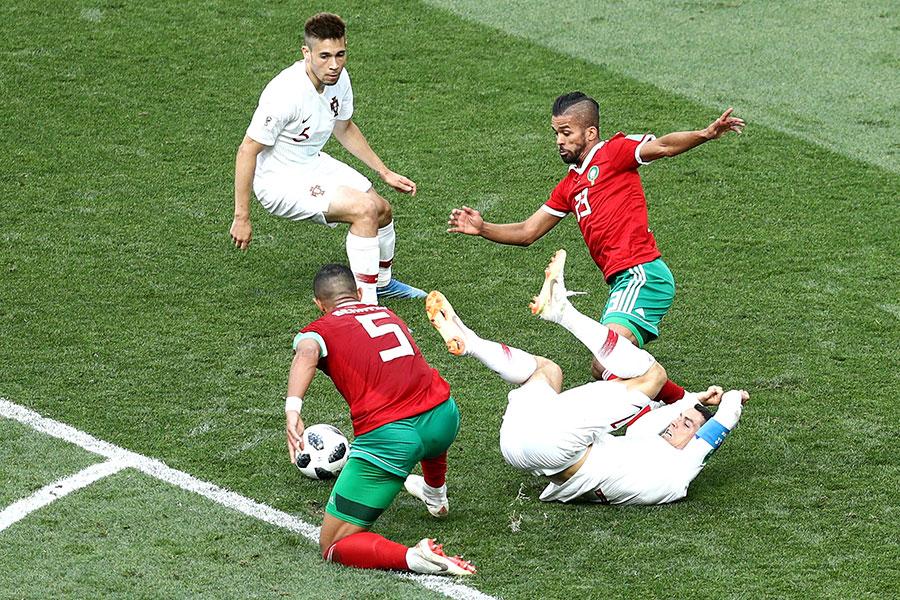 換邊再戰,不甘示弱的摩洛哥開始猛攻,雙方爭奪激烈。(Maddie Meyer/Getty Images)