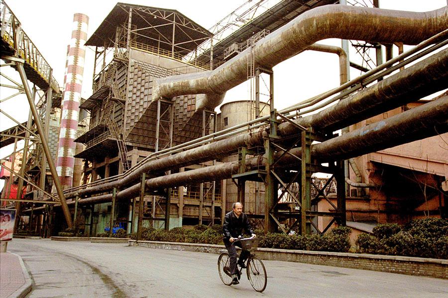 中共鋼鐵產能過剩扭曲全球市場。(Kevin Lee/Getty Images)
