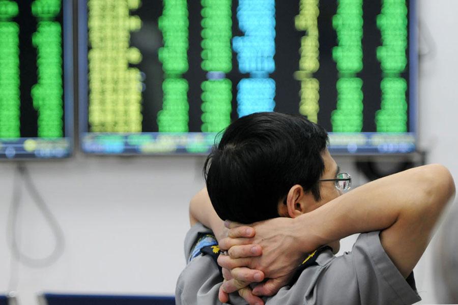 6月19日,大陸A股遭遇重挫,引發恐慌。當日,中共就股市下跌被迫密集表態。(AFP/Getty Images)