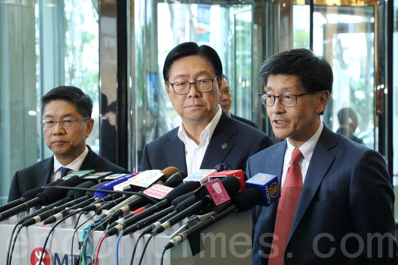 港鐵主席馬時亨(中)表示,董事局轄下工程委員會檢視沙中綫整個管理程序,並聘請第三方顧問檢討。(蔡雯文/大紀元)