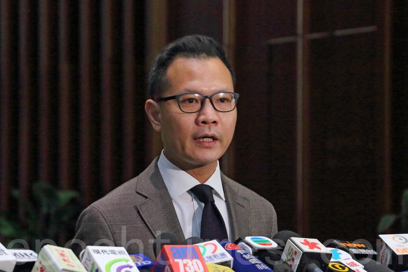 郭榮鏗歡迎,司法機構宣佈有陪審團的法庭,旁聽者禁止使用流動電話,他又建議司法機構增加保安人手。(蔡雯文/大紀元)