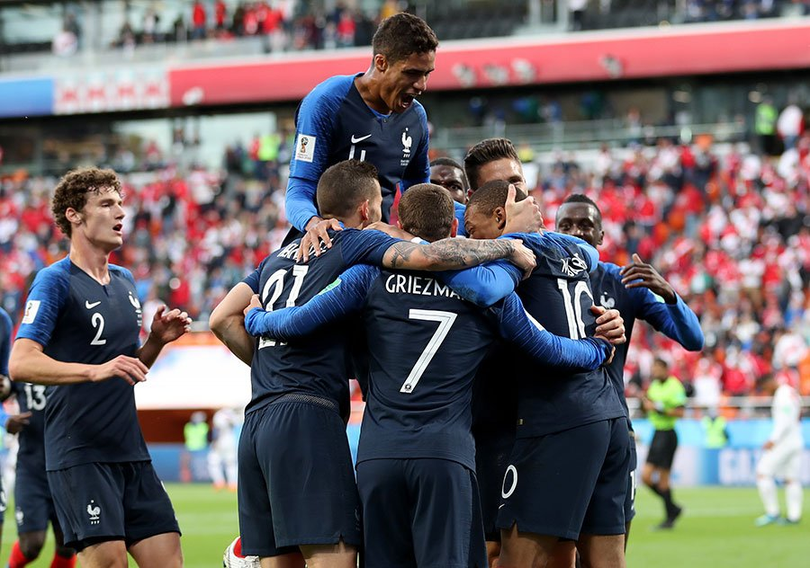 法國隊慶祝進球,兩戰兩勝提前出線。(Catherine Ivill/Getty Images)