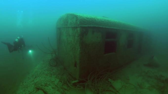位於愛沙尼亞首都塔林以西45公里處的Rummu鎮,有一座水下監獄。在二十世紀四十年代,這座還未沉沒的監獄裏曾關滿了被蘇共宣稱為「罪犯」的政治異議人士。(視像擷圖)