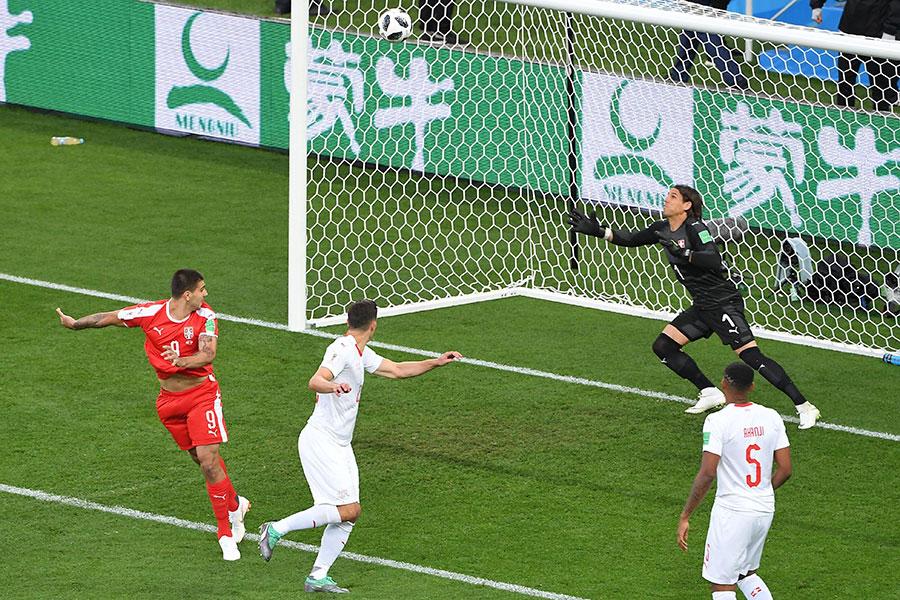 阿歷山大米祖域幫助塞爾維亞先拔頭籌。(PATRICK HERTZOG/AFP/Getty Images)