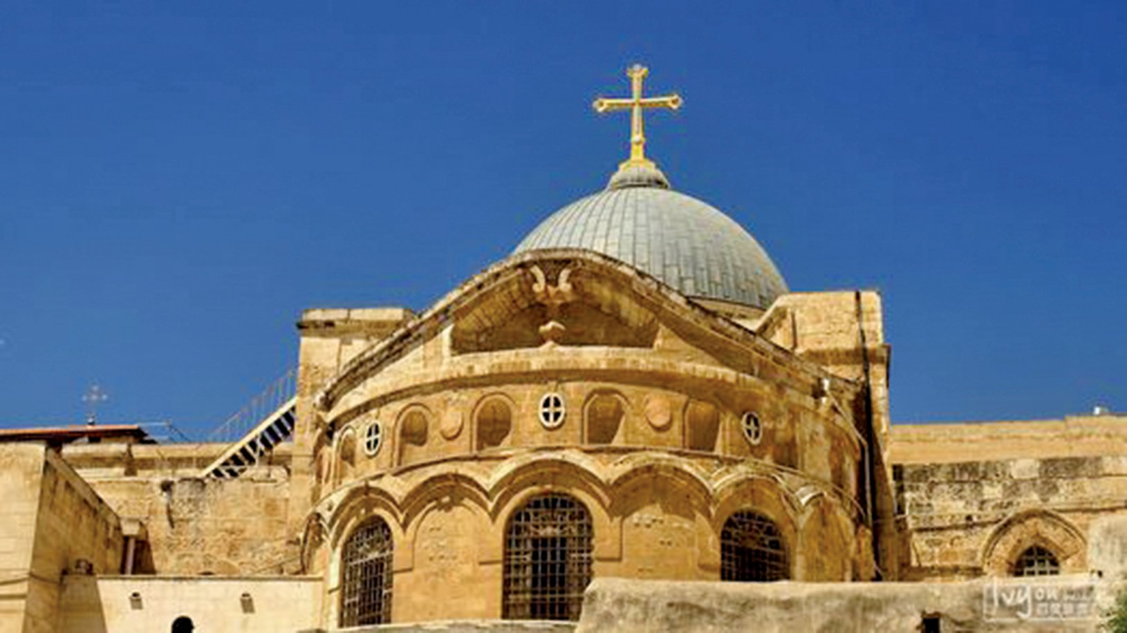 建造在耶穌受刑及埋葬位置上的「聖墓教堂」。(公有領域)