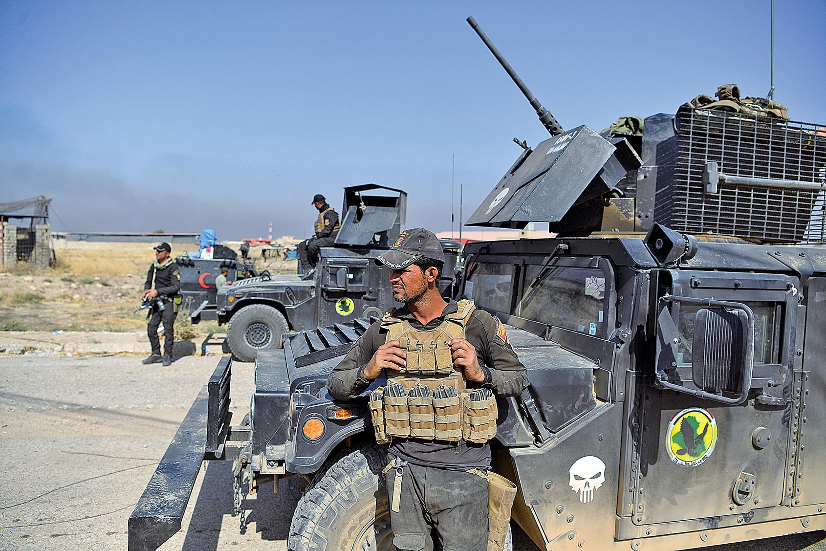伊拉克軍方周六(6月23日)表示,伊拉克政府軍在敘利亞東部發動空襲,炸死伊斯蘭國組織(IS)45名武裝份子。圖為伊拉克軍人。(Getty Images)