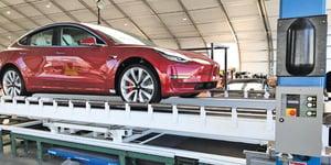 特斯拉首款性能版Model 3下線