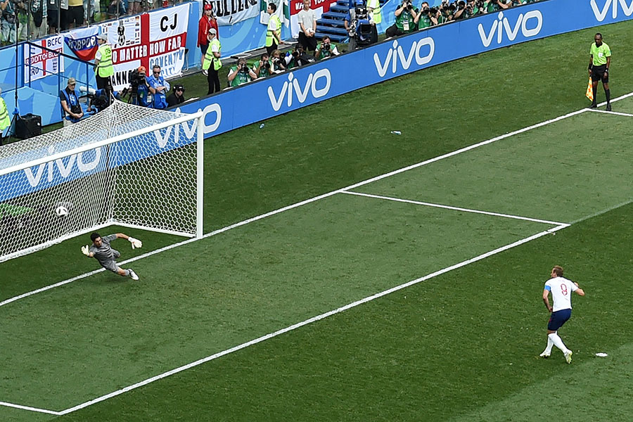 哈利卡尼兩次罰進十二碼。(JOHANNES EISELE/AFP/Getty Images)