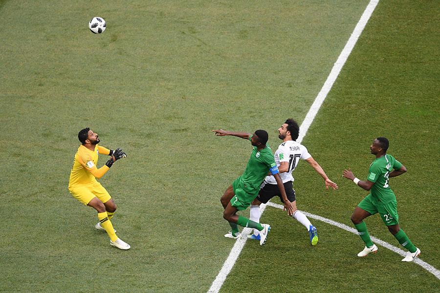 穆罕默德沙拿挑射破門,為埃及先拔頭籌。(Laurence Griffiths/Getty Images)