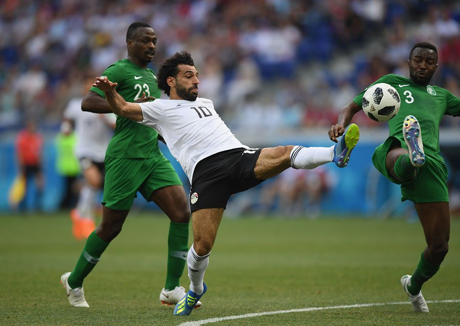 穆罕默德沙拿挑射破門,為埃及先拔頭籌。(Shaun Botterill/Getty Images)