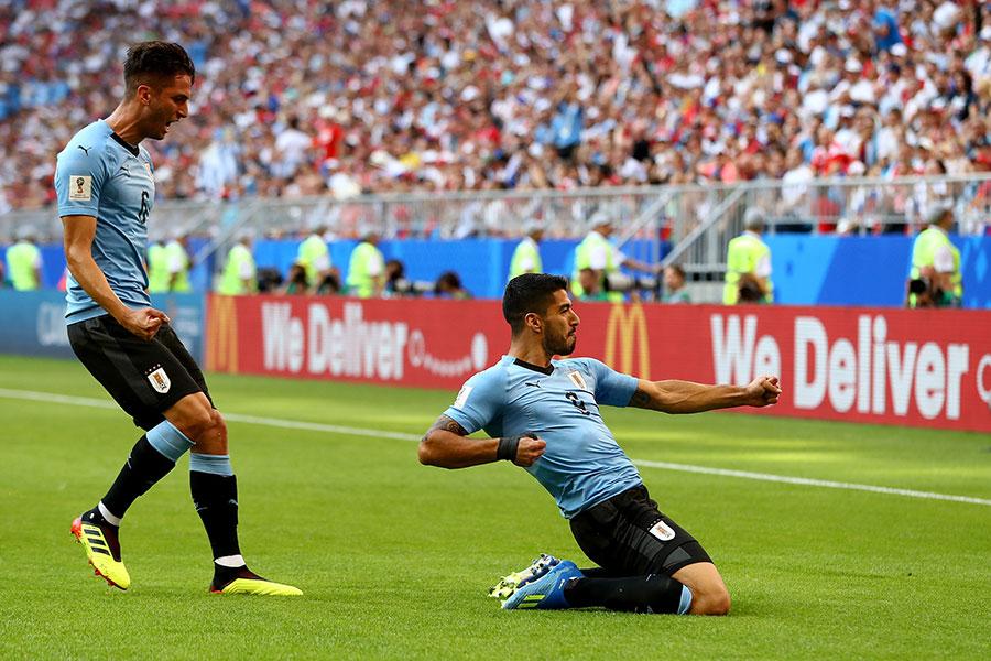 蘇亞雷斯為烏拉圭隊首開紀錄。「蘇牙」只要不咬人,可以伴隨烏拉圭隊走得很遠。(Dean Mouhtaropoulos/Getty Images)