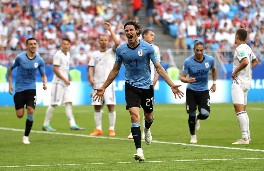 烏拉圭前鋒卡雲尼終場前攻入一球,成為連續3屆世界盃破門的球員之一。(Michael Steele/Getty Images)
