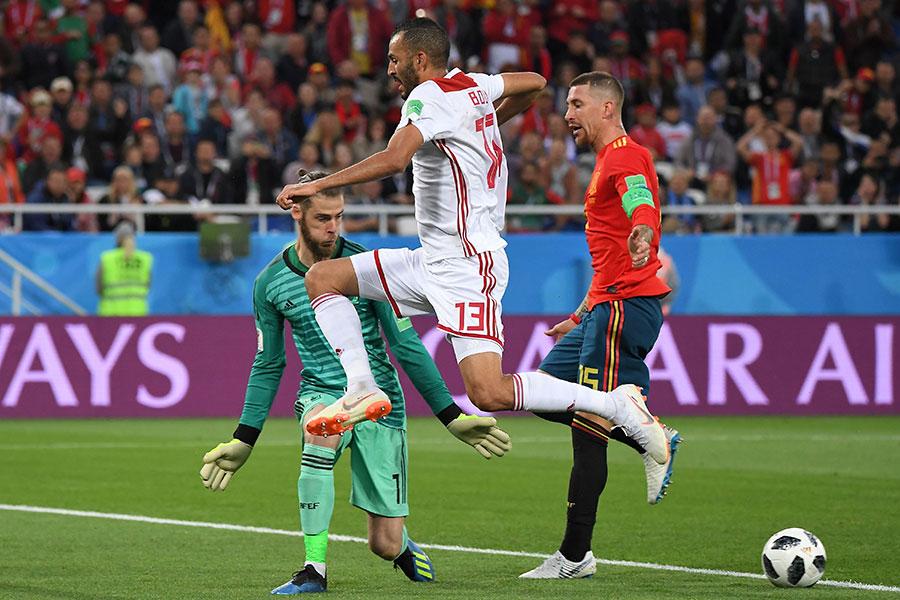 保特立(Khalid Boutaïb)單刀球機會,長驅直入,面對出擊的門將迪基亞(David de Gea),推射穿襠破門,摩洛哥出人意料地以1比0領先。(PATRICK HERTZOG/AFP/Getty Images)