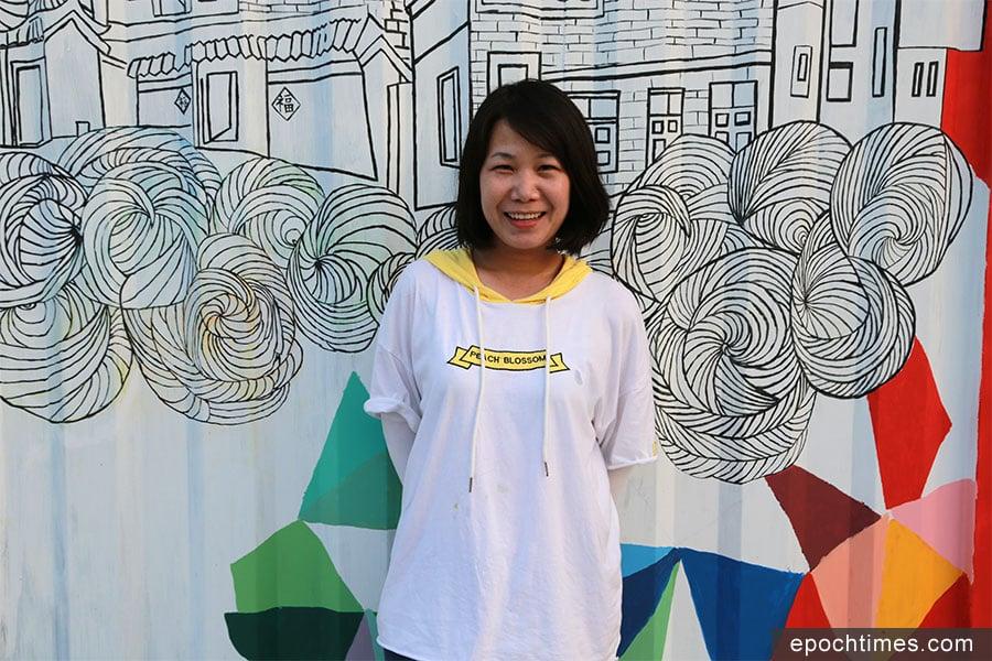 懷著對藝術夢想,郭老師立志將五彩繽紛的壁畫義務奉獻給社區。(陳仲明/大紀元)