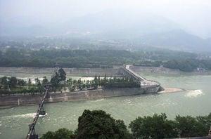 都江堰違建電站至今未拆的背後