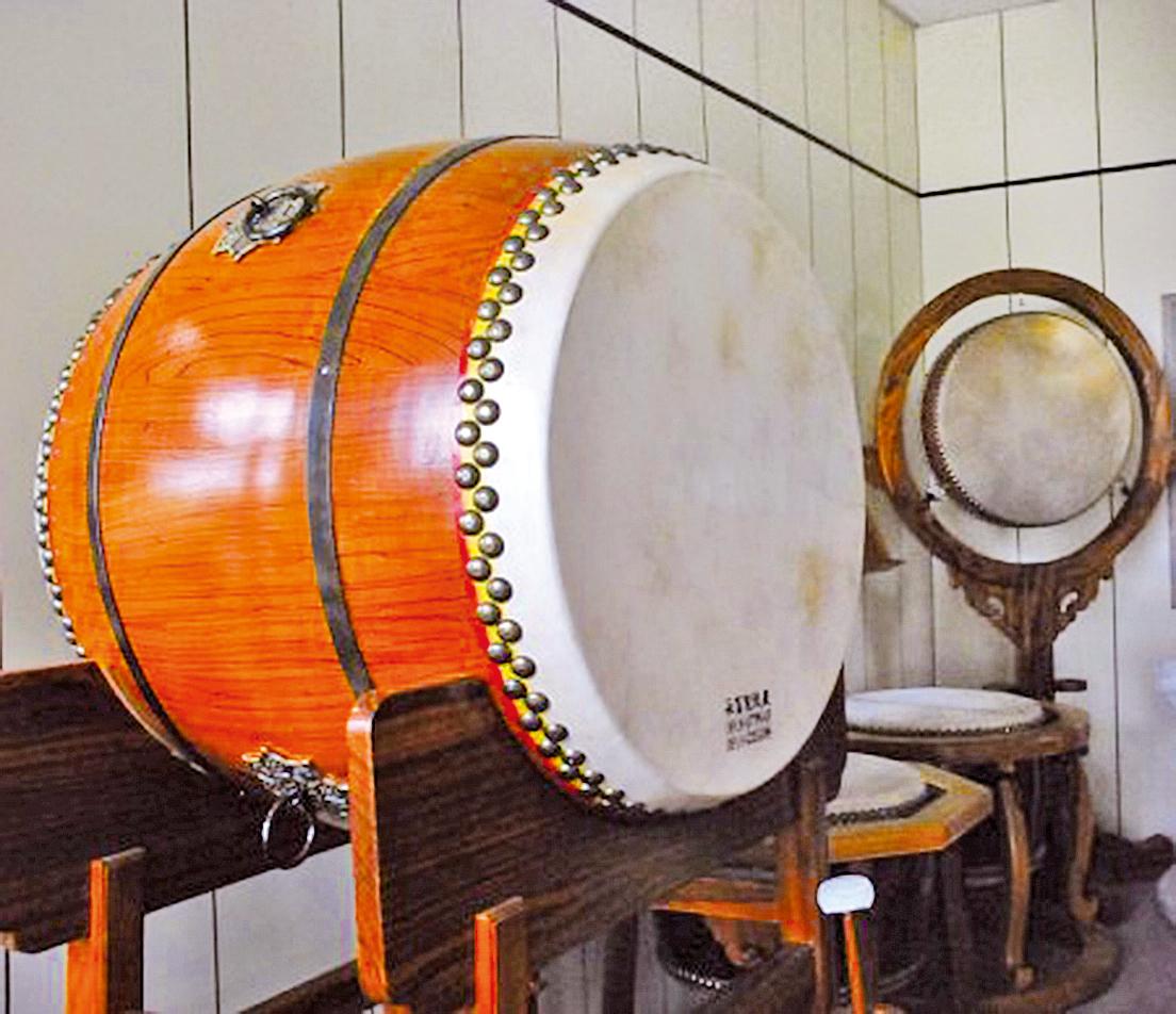 一般佛寺的鼓聲須要飽滿柔和,廟會的鼓就要響亮熱鬧(攝影:王金丁)