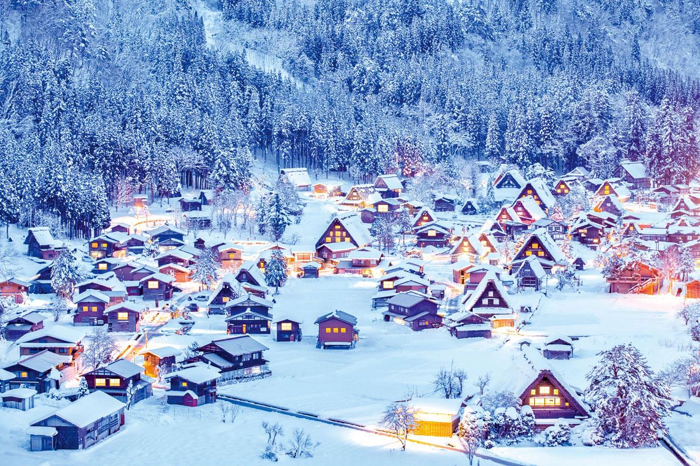 銀妝素裹的合掌造猶如「冬日的童話村」。