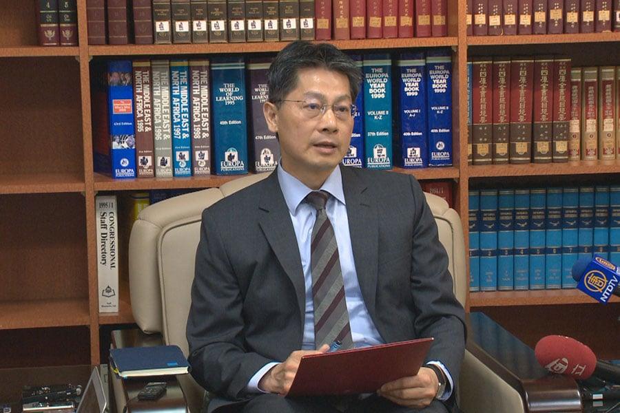 針對中共抗議日媒專訪吳釗燮,台灣外交部發言人李憲章表示:中國大陸的做法已嚴重威脅普世價值。(新唐人電視台提供)