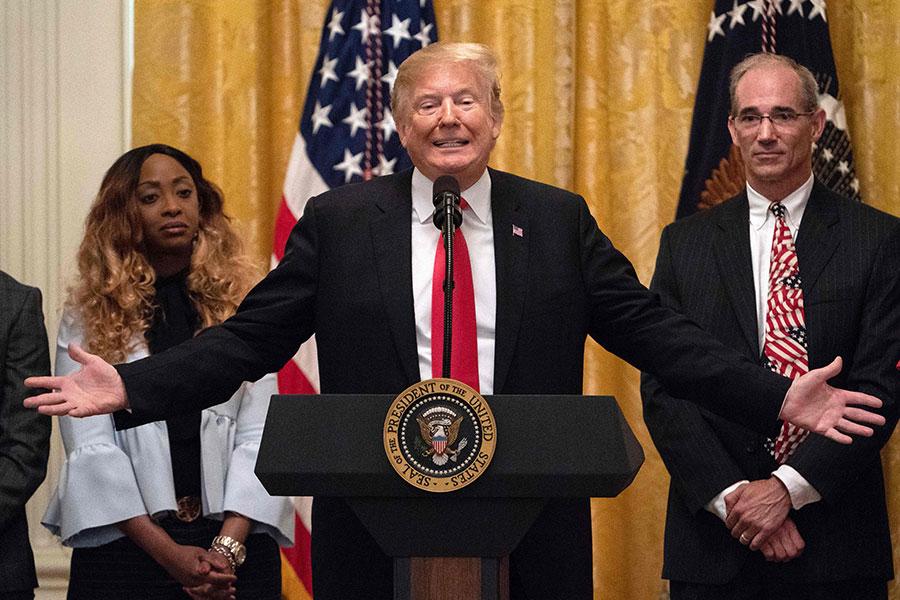 美國馬里蘭州首府公報(Capital Gazette)報社日前遭槍手襲擊。美國總統特朗普29日在白宮新聞會上譴責這種罪行,並聲援新聞媒體自由。(NICHOLAS KAMM/AFP/Getty Images)