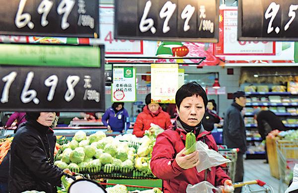 中國人大部份財富被留在房市,人民幣對內購買力又持續下滑,導致中國內需不足。(AFP)