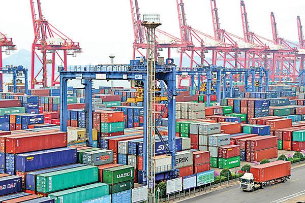 中國的巨額貿易順差對中國人和中國企業來說並不一定是好事。(Getty Images)