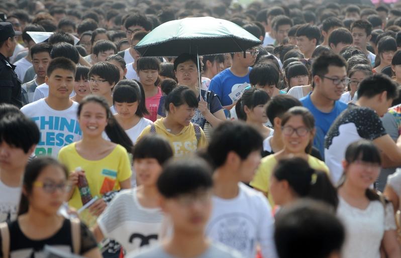 中國人民大學副校長吳曉求日前公開期勉畢業生應堅守人生三大道德底線:不撒謊、不告密、不獨利。(AFP/Getty Images)