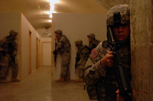 五角大樓花費5億美元,訓練美國士兵在地下作戰。來自中俄和北韓的威脅促使美國陸軍將領重新評估未來戰爭的裝備和訓練需求。(US Army/pc. Ben Fox, 3rd Brigade Combat Team, 1st Cavalry Division Public Affairs)