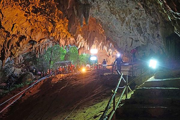 睡美人洞是泰國第四長洞穴,少年被困地底近一公里處,搜救非常艱巨。(Getty Images)
