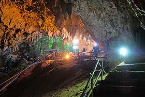 洞穴深入地底 潛水風險極高
