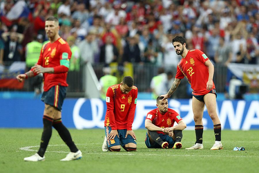 賽後難掩失望之情的西班牙隊員。(Ryan Pierse/Getty Images)