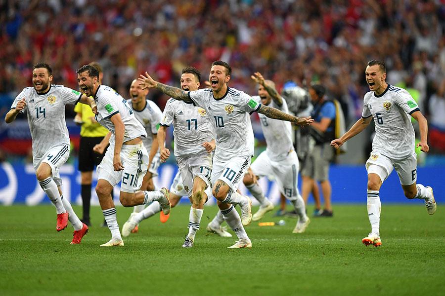 俄羅斯十二碼擊敗西班牙的瞬間,球員激動慶祝。(Dan Mullan/Getty Images)
